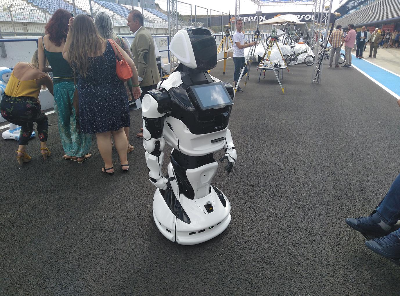 robot en el día de la persona emprendedora